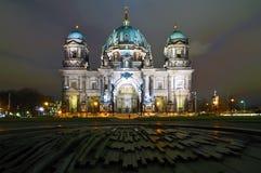 natt för berlin berliner dom-kupol Royaltyfri Fotografi