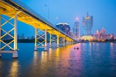 Natt för kasinobyggnadshorisont i Macao Fotografering för Bildbyråer