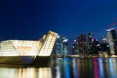 Natt för Singapore marinafjärd Royaltyfri Bild