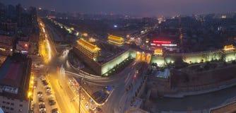 Natt för Xi'an stadsvägg Arkivfoton