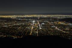 Natt flyg- Glendale och i stadens centrum Los Angeles Royaltyfri Bild