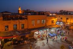 Natt fyrkantiga Marrakesh Medina Arkivfoto