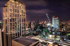 Natt härliga ljusa bangkok Arkivbild