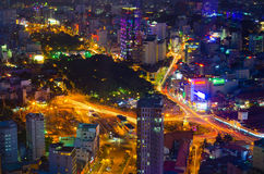 Natt Ho Chi Minh (Saigon), sikt från Bitexco det finansiella tornet Arkivbild