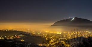 Natt i Brasov Royaltyfria Bilder