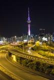 Natt i den Auckland staden Arkivfoton