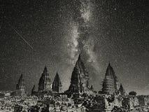 Natt i den Prambanan templet royaltyfri fotografi