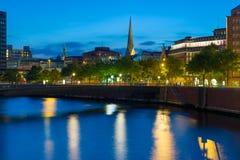 Natt i Hamburg royaltyfria foton