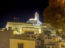 Natt i Ibiza den gamla staden arkivbilder