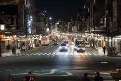 Natt i Kyoto gata royaltyfria foton