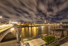 Natt i Paris, Frankrike arkivbild