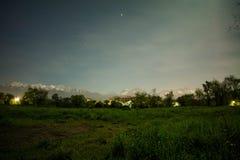 Natt i parkera, almaty Royaltyfri Bild