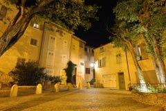 Natt i Saint Tropez den gamla staden Royaltyfria Bilder