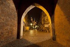 Natt i staden av Gdansk Arkivbild