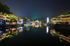 Natt i townen Fenghuang Royaltyfri Fotografi