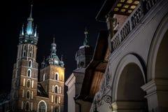 Natt Krakow för huvudsaklig fyrkant Arkivbild