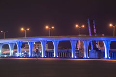 Natt markerad bro Arkivbild