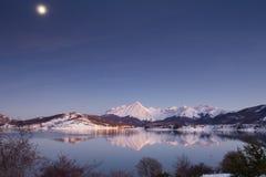 Natt med månen i Abruzzo Arkivbilder