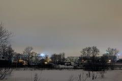 Natt och de ljusa ljusen av staden Royaltyfria Foton