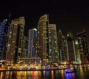 Natt på den Dubai marina i UAE Fotografering för Bildbyråer