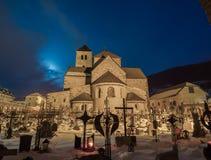 Natt på kyrkogården Arkivbilder