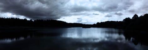 Natt på sjön Royaltyfria Bilder