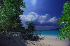 Natt på en tropisk ö Arkivfoton