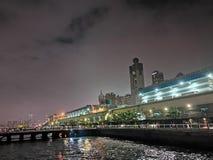 Natt p? staden Hong Kong royaltyfria foton