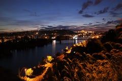 Natt Prague från Vysehrad Royaltyfria Bilder