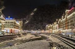 Natt Rosa Khutor, Sochi, Ryssland Arkivbilder