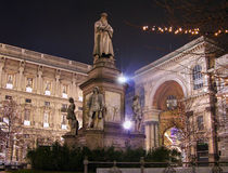 natt s för monument för italy leonardo milan Royaltyfri Foto