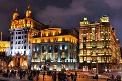 natt shanghai för lighting för byggnadsbundporslin Arkivfoton
