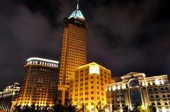 natt shanghai för porslin för byggnadsbundaffär Arkivbild