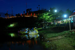 Natt sjölandskap Royaltyfria Bilder