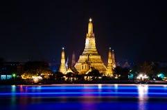 Natt som skjutas av Wat Arun Royaltyfri Bild