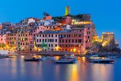 Natt Vernazza, Cinque Terre, Liguria, Italien Royaltyfria Foton
