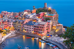 Natt Vernazza, Cinque Terre, Liguria, Italien Royaltyfri Foto
