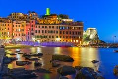 Natt Vernazza, Cinque Terre, Liguria, Italien Arkivbilder