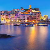 Natt Vernazza, Cinque Terre, Liguria, Italien Arkivfoto