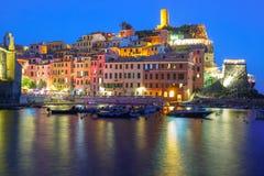 Natt Vernazza, Cinque Terre, Liguria, Italien Royaltyfri Fotografi