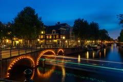 NattAmsterdam kanaler Royaltyfri Fotografi