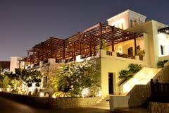 Nattbelysning av restaurangen på det lyxiga hotellet Fotografering för Bildbyråer