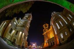 Nattbelysning med bågen av försoning, Caransebes, Roma fotografering för bildbyråer