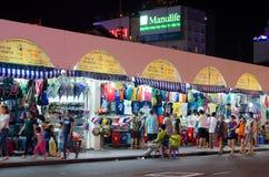 NattBen Thanh marknad, i Saigon Arkivbild
