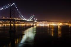 Nattbild av bron royaltyfria foton