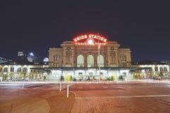 Nattbild av Denver Union Station Arkivfoto
