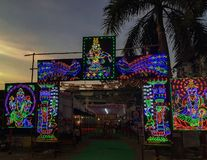 Nattbilden av dekorerat färgade pandal LEDD ight royaltyfria foton