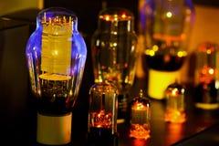 Nattbilder av gammalmodig ele för hög fi-vakuumrörförstärkare Fotografering för Bildbyråer