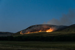 Nattbrand i bergen Fotografering för Bildbyråer