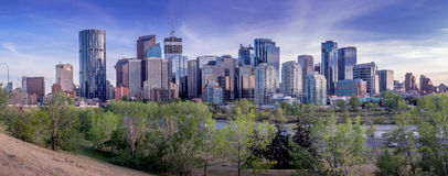 Nattcityscape av Calgary, Kanada Royaltyfria Bilder